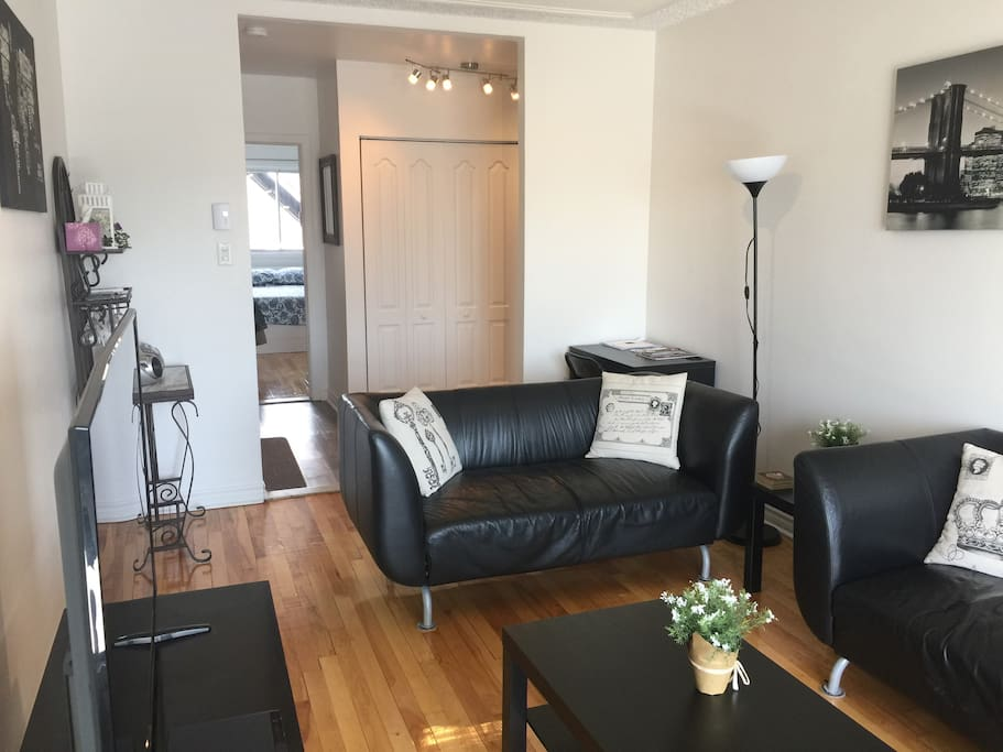 Living room with desk for laptop c/w wifi