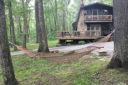 Cozy Cabin in the Woods at Deep Creek Lake