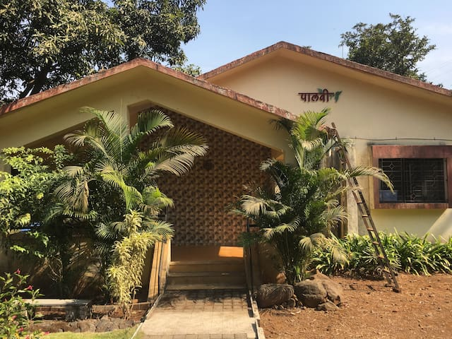 Paalavi - Exclusive Landscaped Bungalow in Girivan