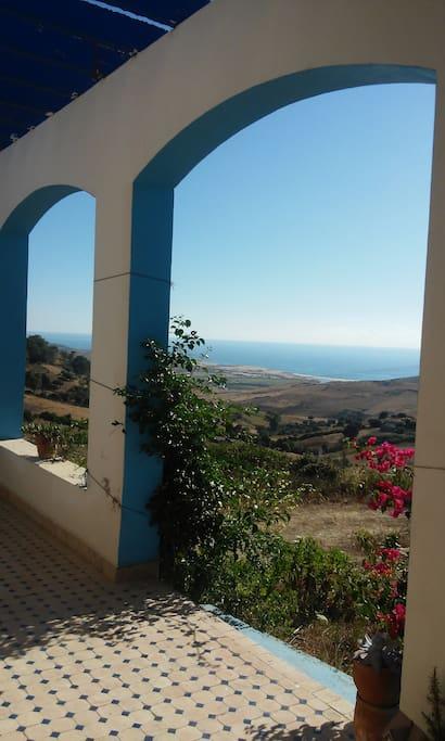 vistas al Atlantico desde el porche de Dar Fkrun