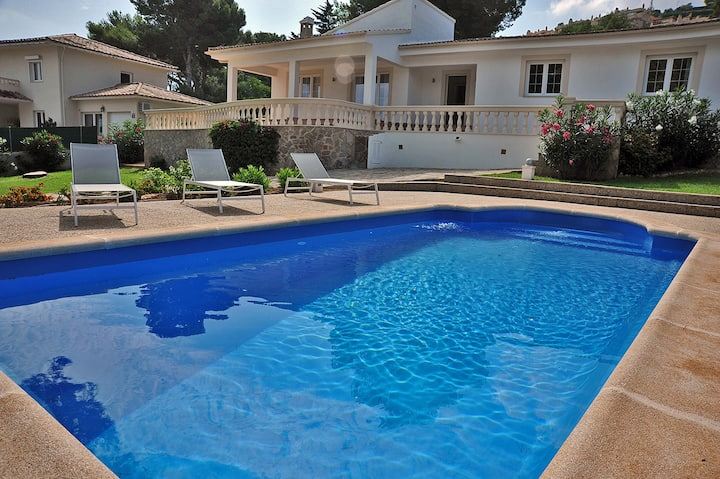 2707 comfortable villa with pool in Santa Ponsa