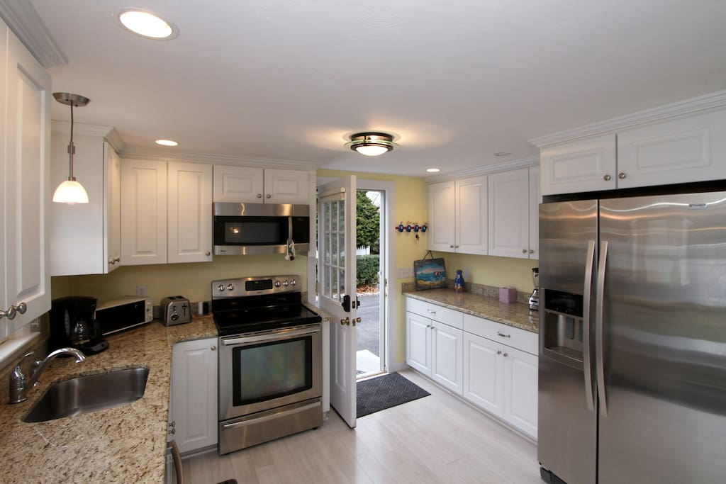 The kitchen boasts full-size appliances, including a stove/oven, fridge and microwave.
