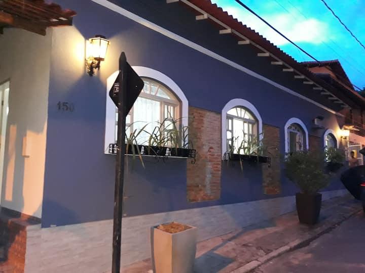 Aluguel de kitnet no centro de Sta Leopoldina.