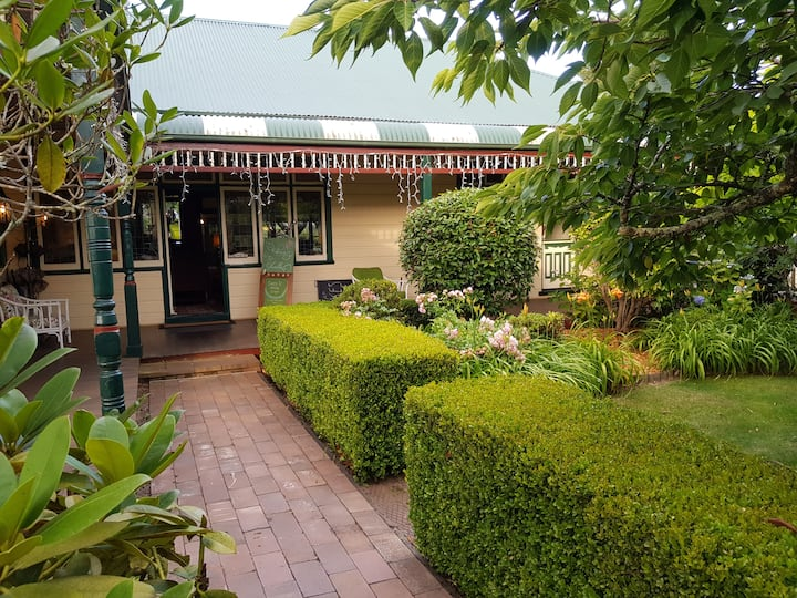 Heritage Guesthouse in Blackheath sleeps 14 to 23