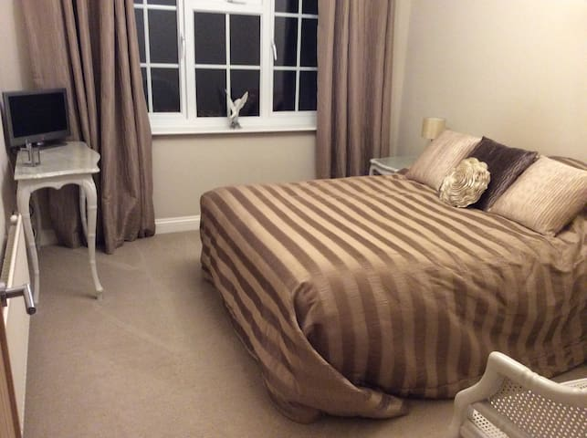 Cosy Bed & Breakfast stay in quiet central Norfolk