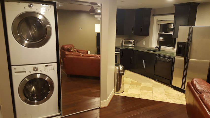 Entire apartment, 17 min to MOA/ Airport/ downtown