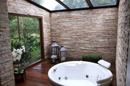 Casa do Lago=Conforto e serviços - Itatiaia