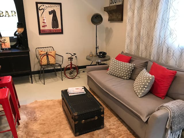 Belhaven Urban Chic Studio.  Spacious & private.