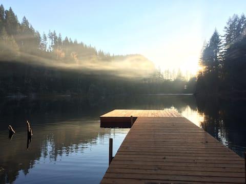 Cozy Cabin on a Private Lake