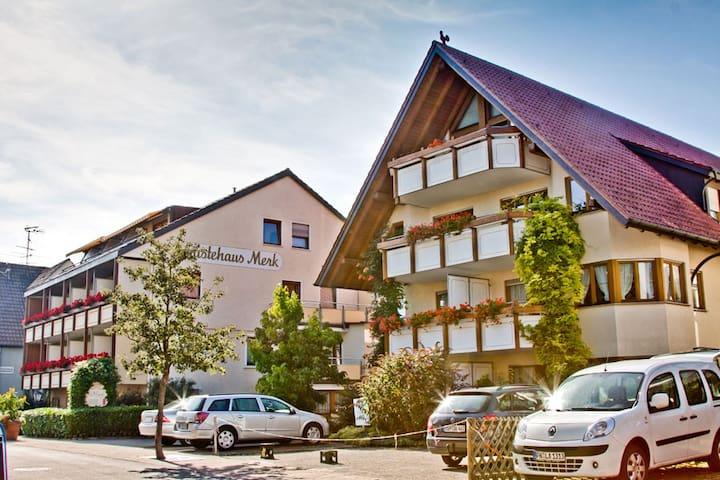 Gästehaus Merk, (Immenstaad am Bodensee), Ferienwohnung, 45 qm, 1 Wohn/Schlafraum, max. 4 Personen