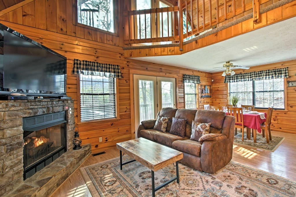 This 1,524-square-foot cabin boasts all the comforts of home and accommodations for 6.