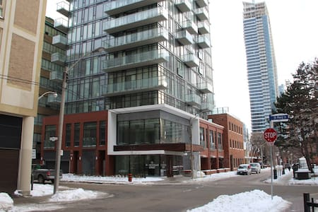Studio Condo Downtown near UofT - Toronto - Condominium