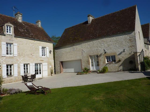 """Gîte """"Clos la Cerisaie""""- charme et tranquilité - Eraines - Huis"""