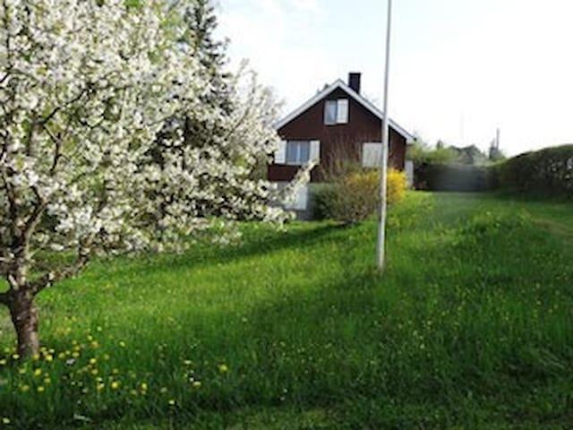 Ferienhaus an idyllischer Lage - Delley-Portalban - Casa