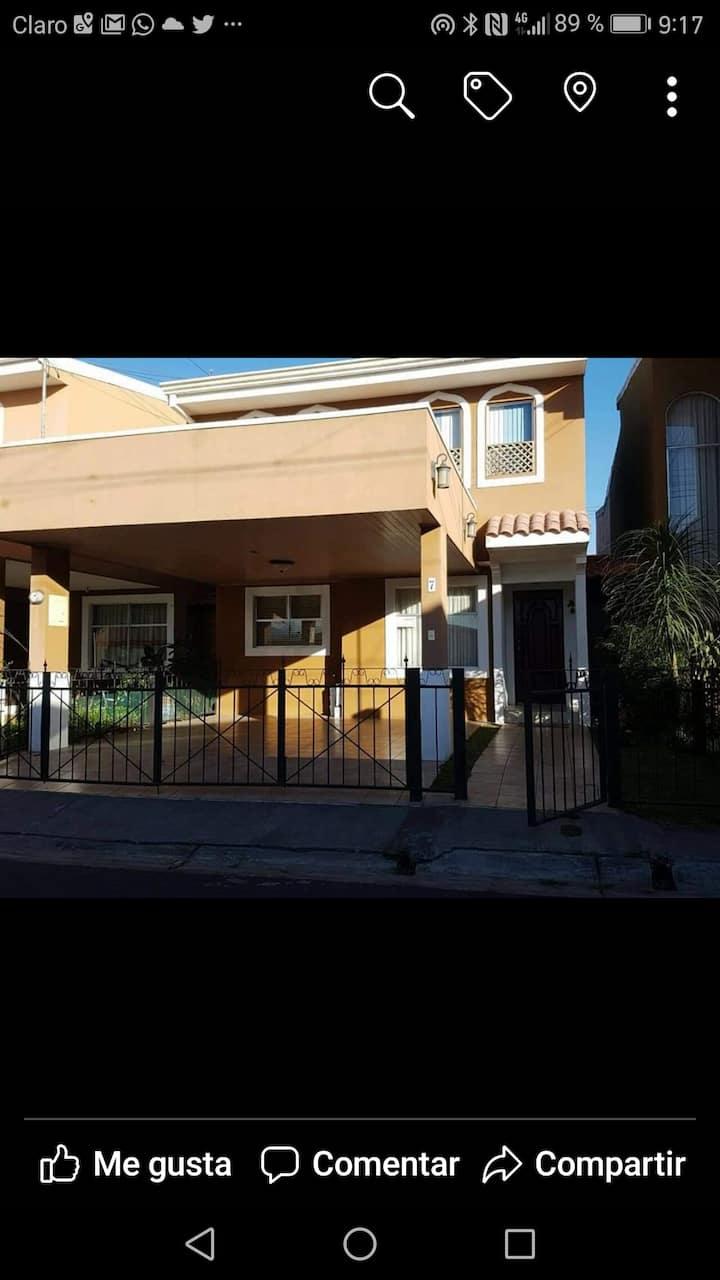 Alquiler Casa de Habitación Cond.Los Robles