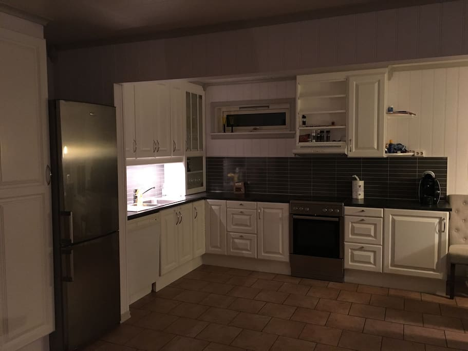 Kitchen with refrigerator, oven and dishwasher