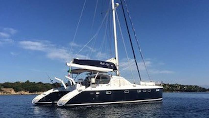 Luxury catamaran sail charter - Porto Pollo - Лодка