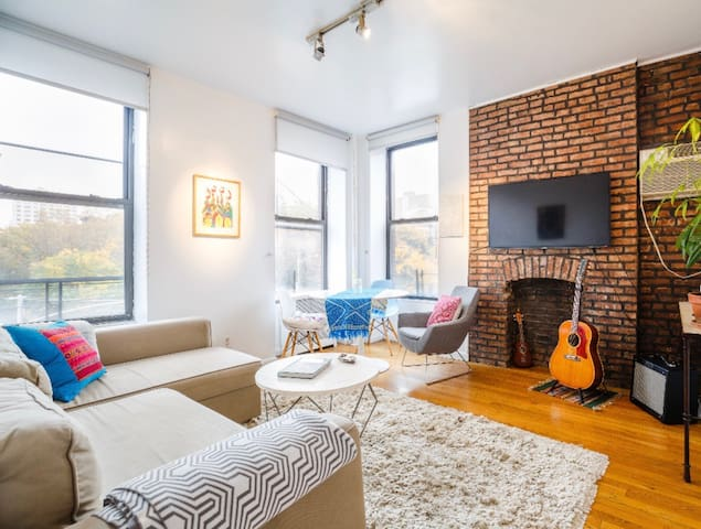 Entire, peaceful 1BR apt in lovely Chelsea
