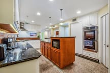 Mansion in Memorial! Great Location Open Spaces