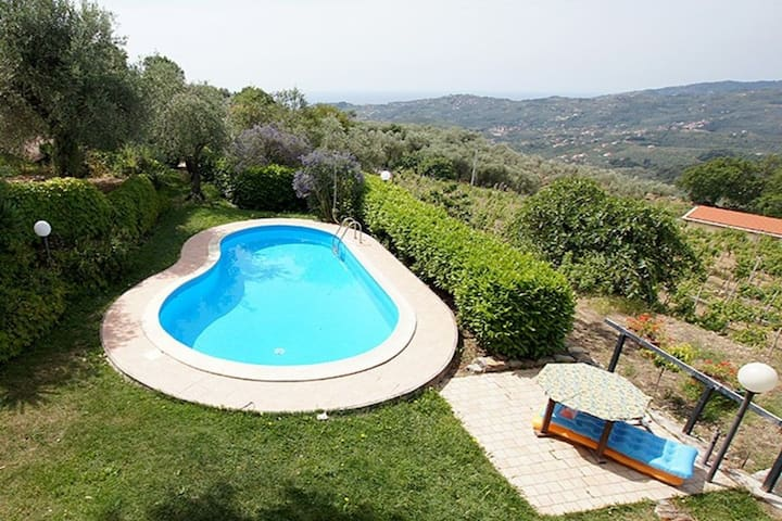 Casa Canelli. Sea view, swimming pool, 3 bedrooms, 2 bathrooms.