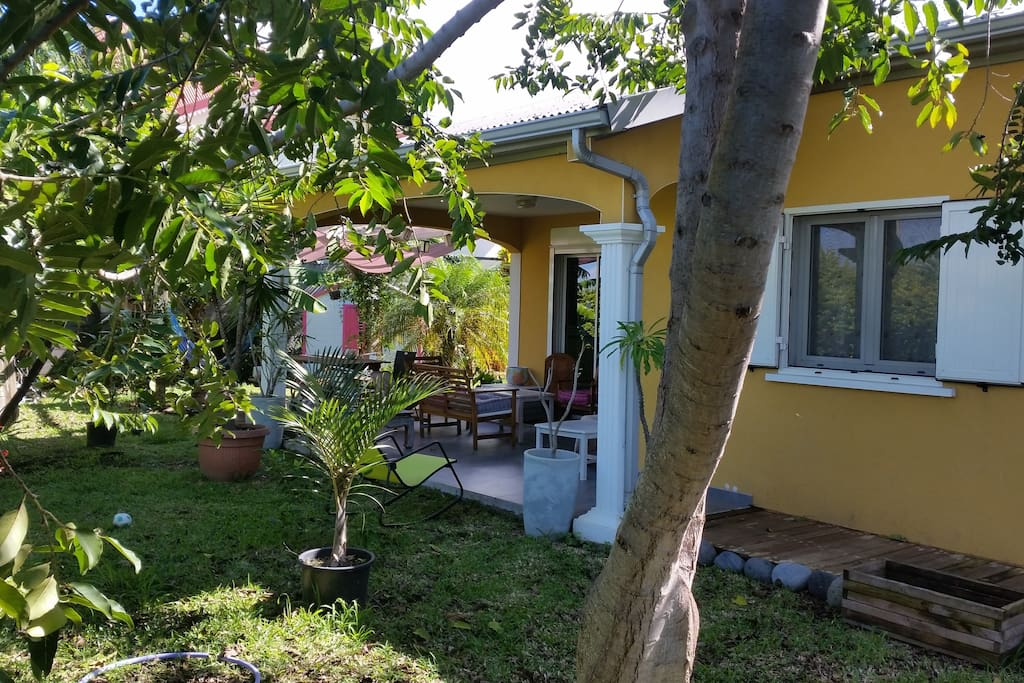 Maison confort avec jardin houses for rent in la rivi re for Au jardin guest house welkom