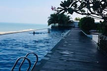 Beautiful Luxury infinity pool at 13 floor FREE of charge Open from 7 am until 10 pm Enjoy