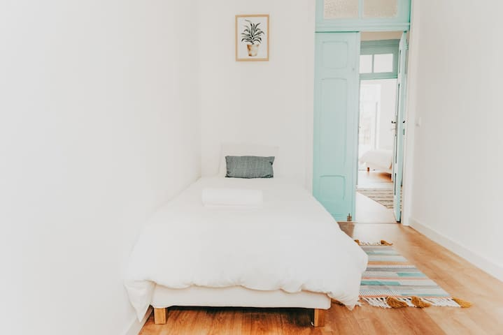 Cozy Private Room - Communa Garage