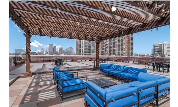 Lush Urban Oasis Loft, Rooftop- Free Parking