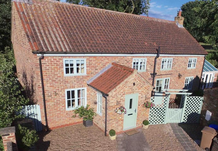 Stunning country cottage close to York