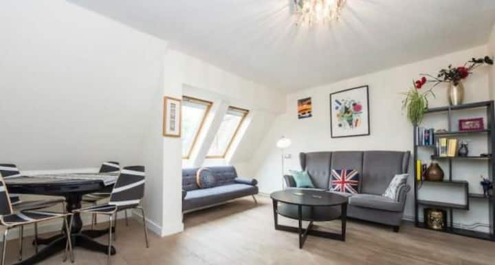 Private flat seconds from white city central line