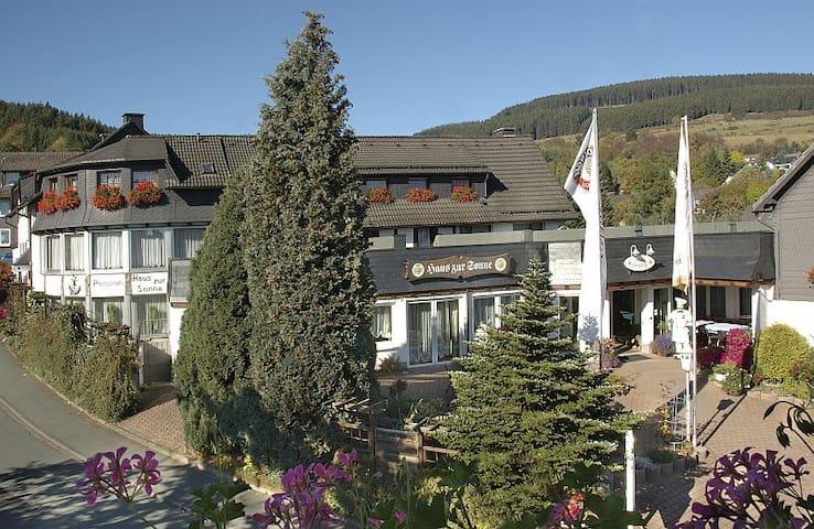 Landgasthof Haus zur Sonne (Hallenberg/Hesborn) -, Familienzimmer für 4 Personen