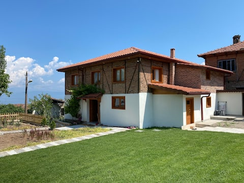 A home with a unique lake view and garden in Iznik
