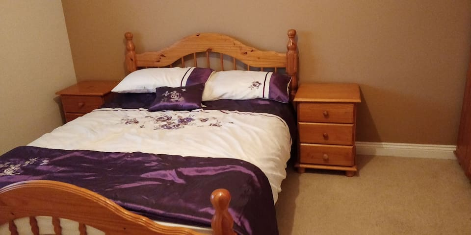 Warm cosy room in the centre of castledermot