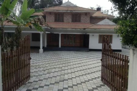 Earnakulam,aryinkavu 5bhk AC fully furnished house