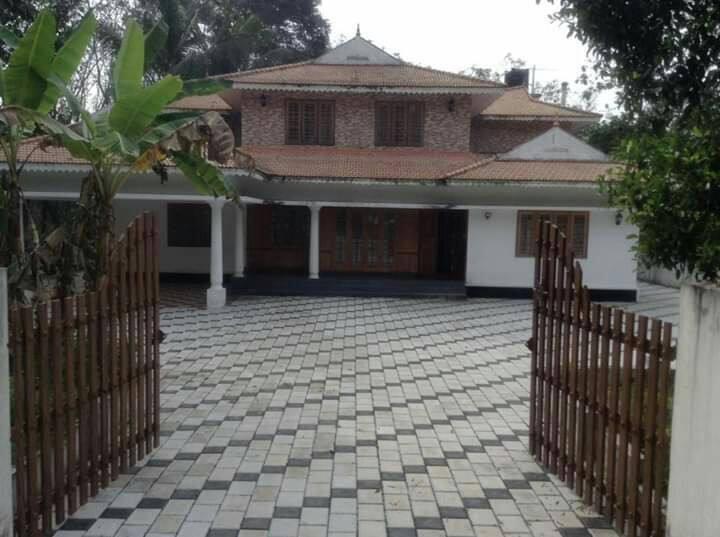 Earnakulam,aryinkavu 5bhk AC fully furnished house