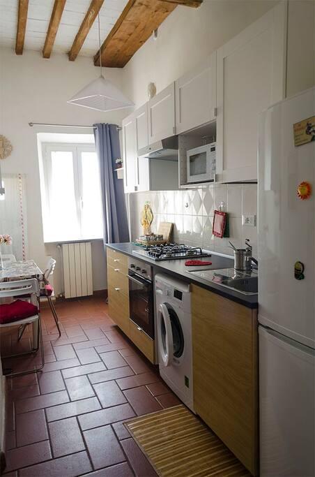 cucina con affaccio su cortile interno - Kitchen