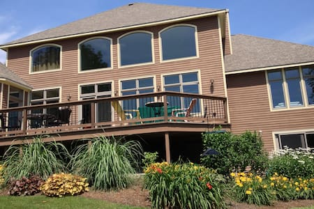 Skaneateles home with lake view! - Skaneateles