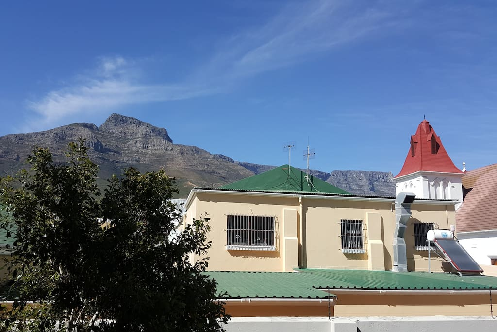Enjoy the view from the living room of the iconic Table Mountain and Devil's Peak.