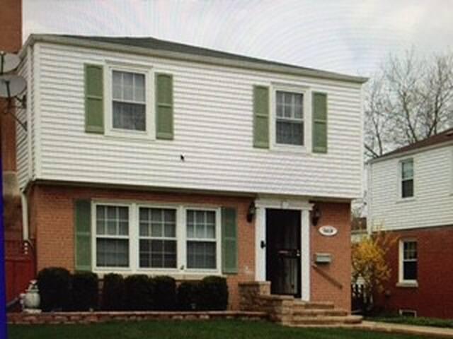 Northwest Suburban  Chicago House - Morton Grove