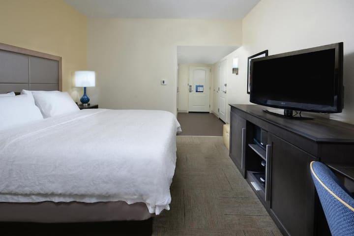 Stylish Double Bed Non Smoking At Greensboro