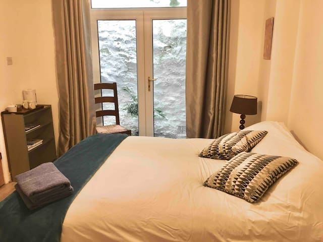 Kingsize bed with Ensuite shower room. 2 chairs, dressing table and wardrobe. Kettle tea/coffee provided. Towels. Please bring your own toiletries. Patio door to Fire Exit Only.