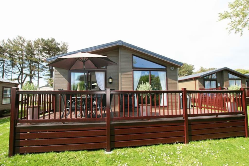 Lodge on peaceful perimeter overlooking sea and countryside