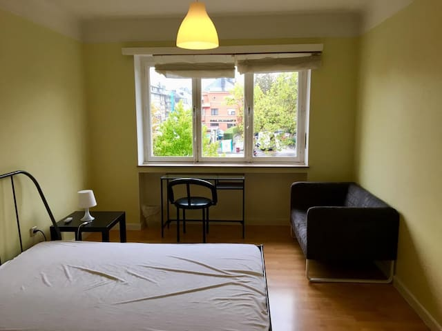 PRIVATE ROOM IN  A 3 BEDROOM FLATSHARING