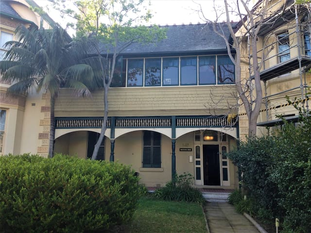 Cosy apartment in the heart of Glebe
