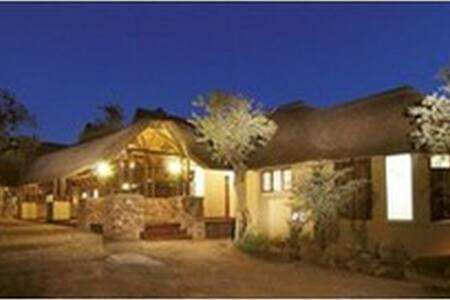 Luxurious private lodge in Mabalingwe Game Reserve