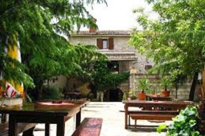 Agrotourism with cozy apartment and good restaurant in the heart of Istria