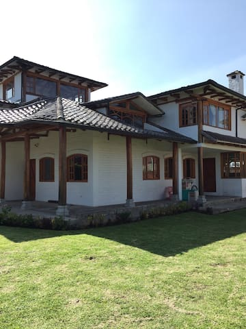 Acojedora casa de campo - Pifo - House