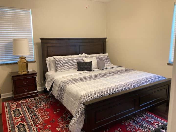 Entire 2 bedroom Apt-Kanawha City-walk to hospital