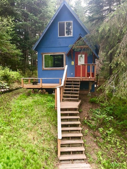 Great cabin with 2 decks and a private 1/3 acre yard
