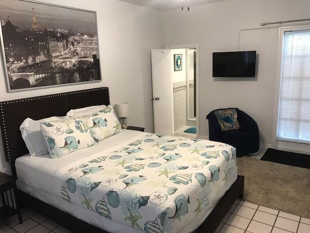 Studio 302 - 1 block from Ft Lauderdale beach